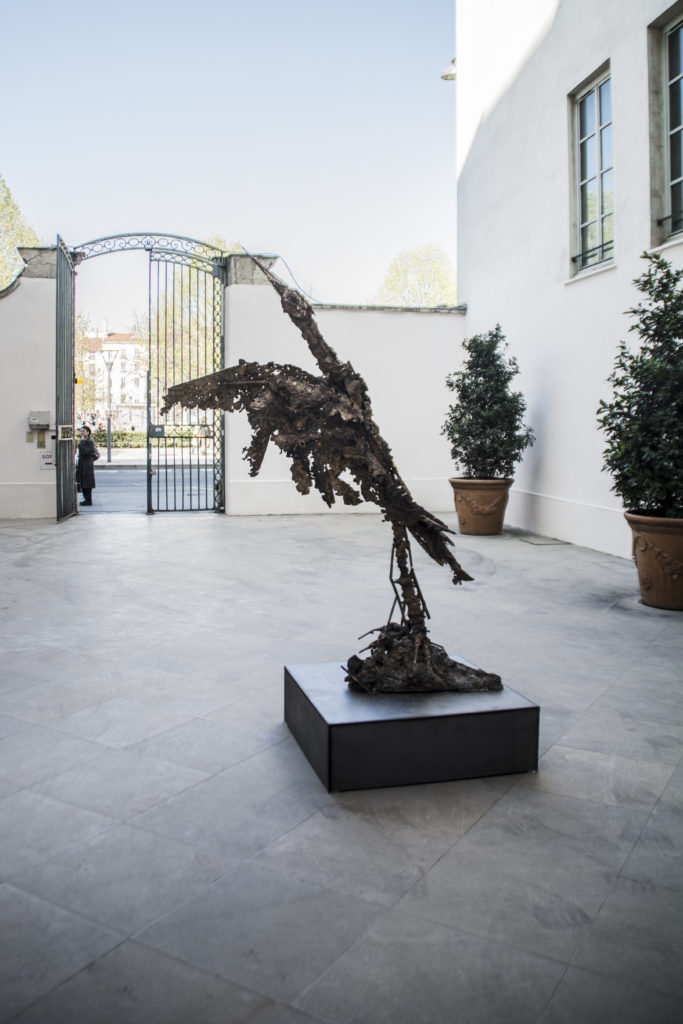 Lionel Sabatté, Grue, sculpture en bronze, 2019 © Fondation Bullukian