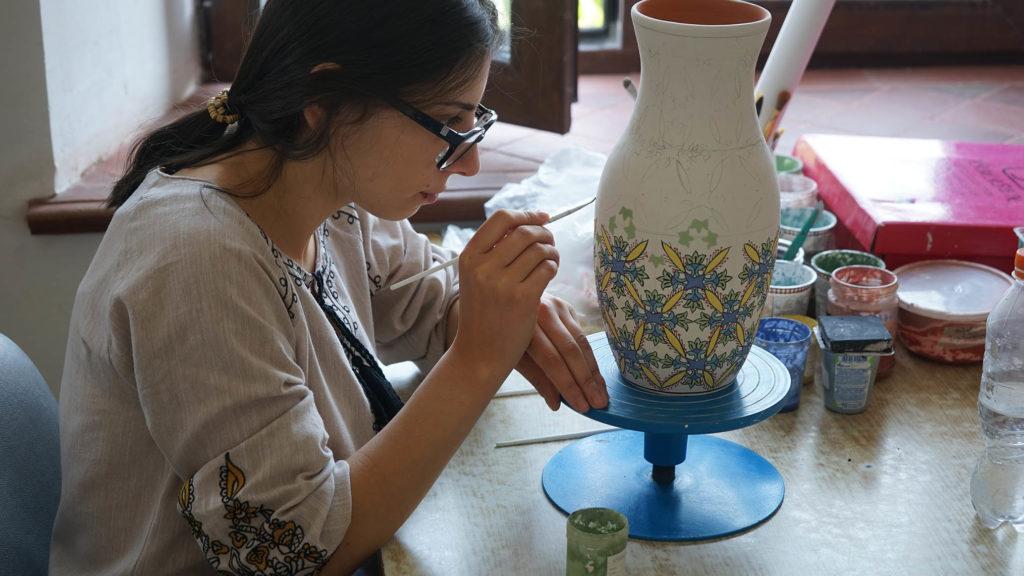Mission de professionnalisation à l'atelier de céramiques à Gumri en Arménie, 2019 © Association Muscari