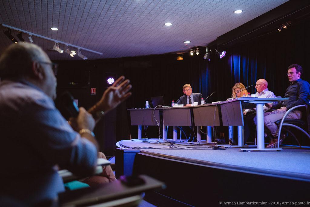 Intervention du public lors du colloque international : « Cent ans après le front de l'est, l'Arménie et le Levant entre guerres et paix » organisé par l'association ADCARLY à Lyon avec le soutien de la Fondation Bullukian