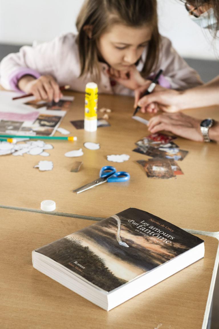 """Vue de l'atelier Bullu'kids de l'exposition """"À la croisée des chemins"""", 2021 © Fondation Bullukian"""