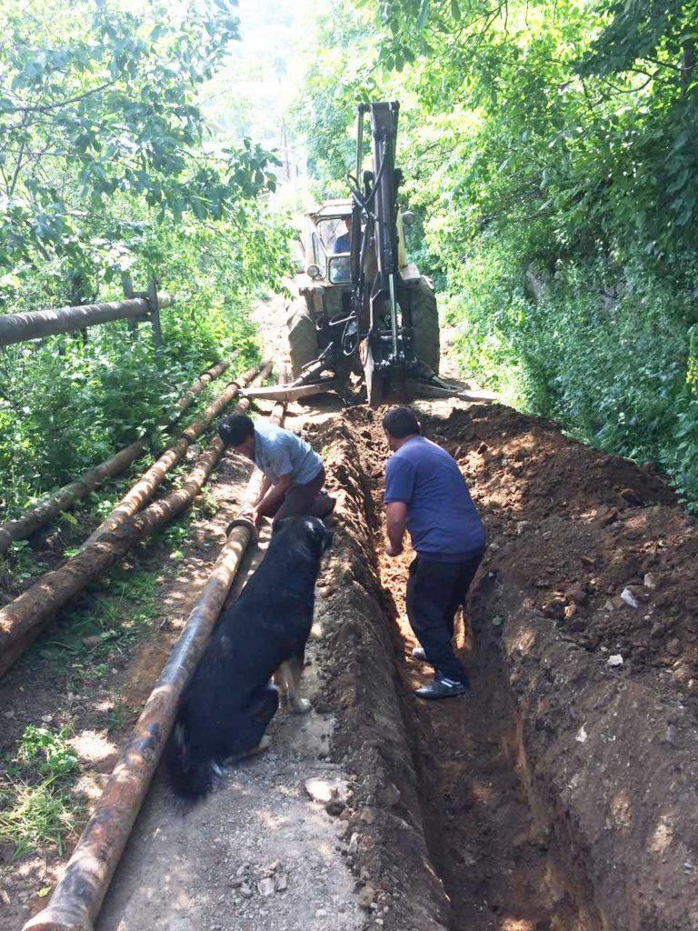 Reconstruction des réseaux d'eau potable et d'irrigation du village de Navur en 2019 © Association Chene France