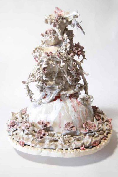 "Bachelot & Caron, ""Gâteau de Roses"", 2017, céramique, 42 x 40 cm © Bachelot & Caron"